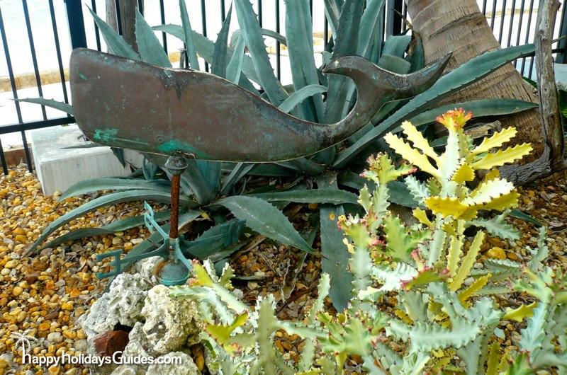 Garden Club Sculpture01
