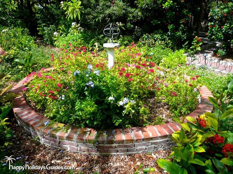 Garden Club Sculpture05